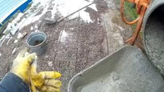 видео Заливка площадки под автомобиль