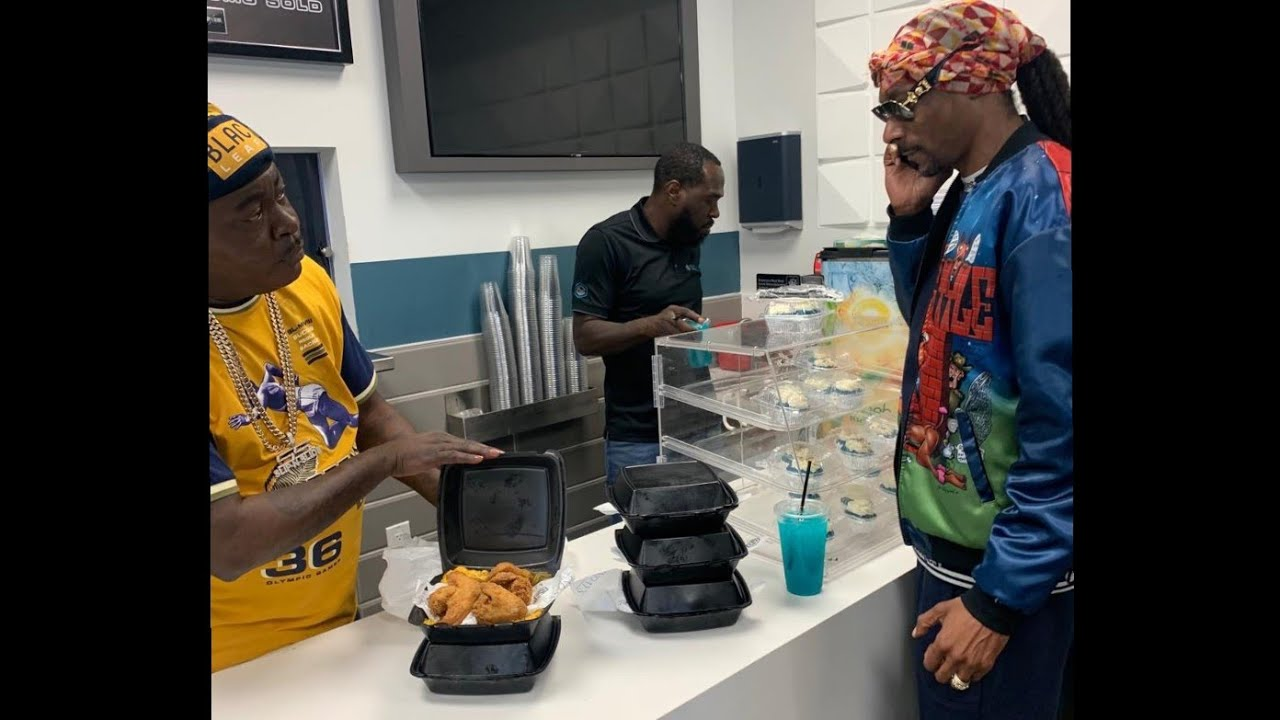 SNOOP DOGG pulls up on TRICK DADDY restaurant SUNDAY'S in Miami