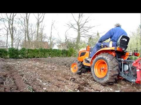 kubota b1820 ploughing