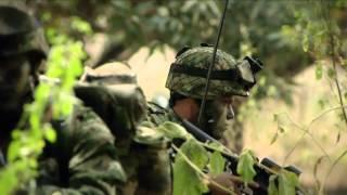 Soldados del Ejército Nacional que llevan un país entero en su uniforme.