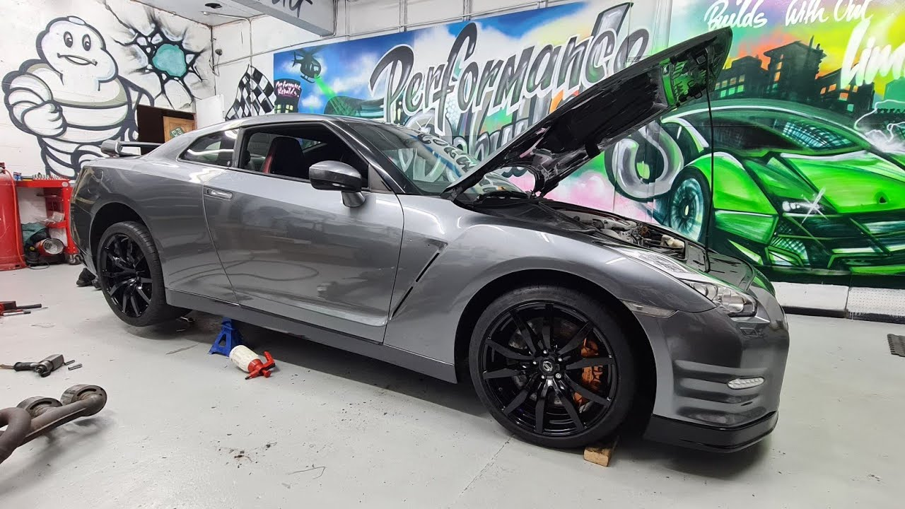 Rebuilding a salvage Nissan GTR part 20 (ADDING CARBON FIBER + NEWLY PAINTED ALLOYS)