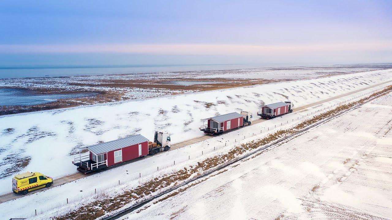Schwertransport von Mobile Homes zu einem Ferienhof in Friesland | Imagefilm für eine Transport-Firma 1