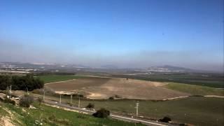 Zapętlaj Behind the Bible: Overview of the Jezreel Valley from Megiddo | Chandler Collins