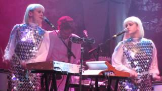 Lucius - When The Night Comes Falling From The Sky - Live @ House Of Blues