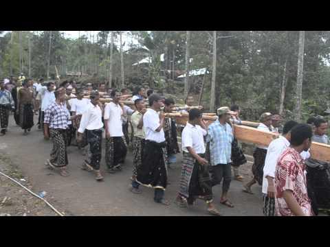 Video Proses Pendirian Rumah Adat Desa Wewo Manggarai Tengah NTT