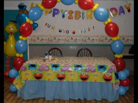 party-#124)-sesame-street-first-birthday-party-balloon-decorations
