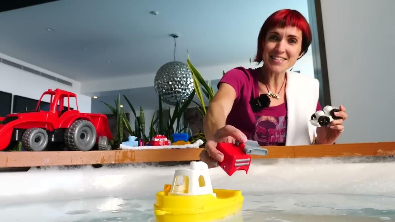Машинки и трактор на пляже - Новое видео Капуки Кануки - Игрушкам Пора купаться!