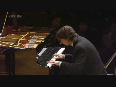 Miroslav Kultyshev plays Rachmaninoff Piano Concerto n.3 (1/5)