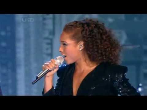 "Alicia Keys ft. Jay-Z - ""Empire State Of Mind"" Live @  Brits 2010"