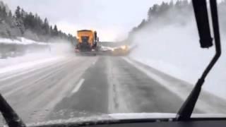 Скоростная уборка снега, Швеция 70 км ч (отвал HPD 4600 + SHJ)(, 2015-02-16T08:37:53.000Z)