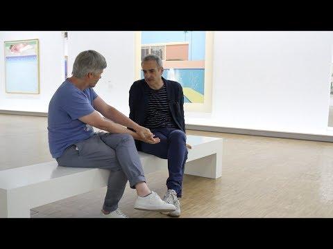 Visite guidée de la rétrospective consacrée à David Hockney par Olivier Assayas