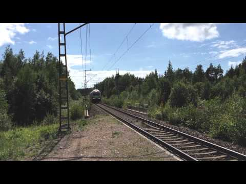 [VR] 2 class Sr2 electric locomotives running light as train nr. 11227, past Tavastila train halt.