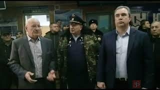 Губернатор Юрий Берг в аэропорту города Орска.