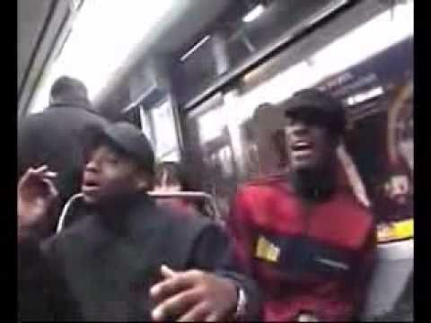 Ннегры поют в метро