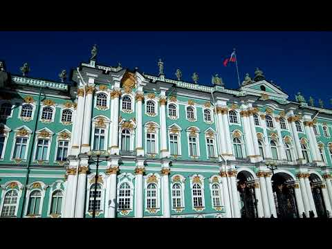 """faberge"" carriage in front of Hermitage Museum in Sankt Petersburg"