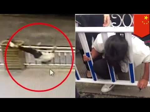 Caught on video: Chinese woman magically traps her head between road barriers - TomoNews