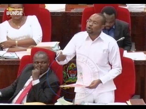 Vioja Bungeni, Mbunge adai Mnyika kavaa vazi la Trafiki