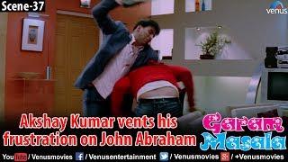 Akshay Kumar vents his frustration on John Abraham (Garam Masala)