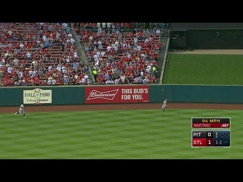 PIT@STL: McCutchen runs down fly ball in left-center