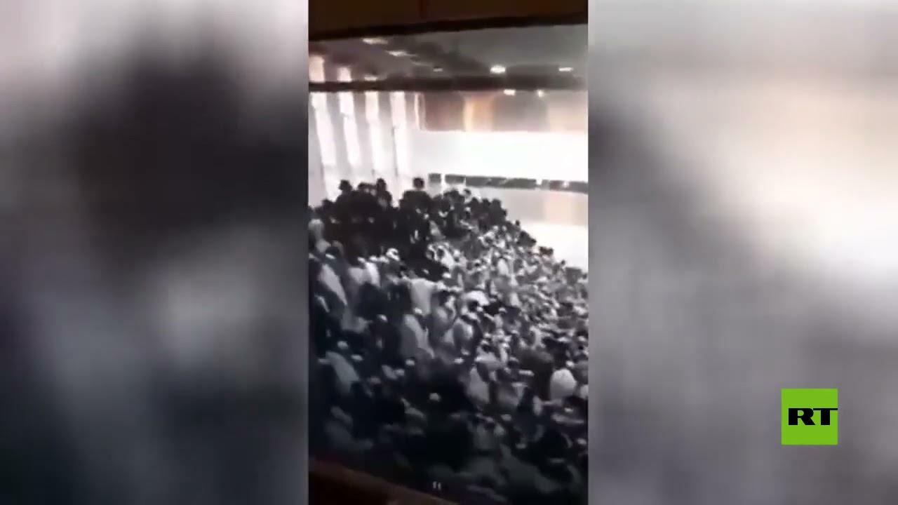 لحظة انهيار مدرج في كنيس يهودي بمستوطنة جفعات زئيف غرب القدس  - 12:54-2021 / 5 / 17