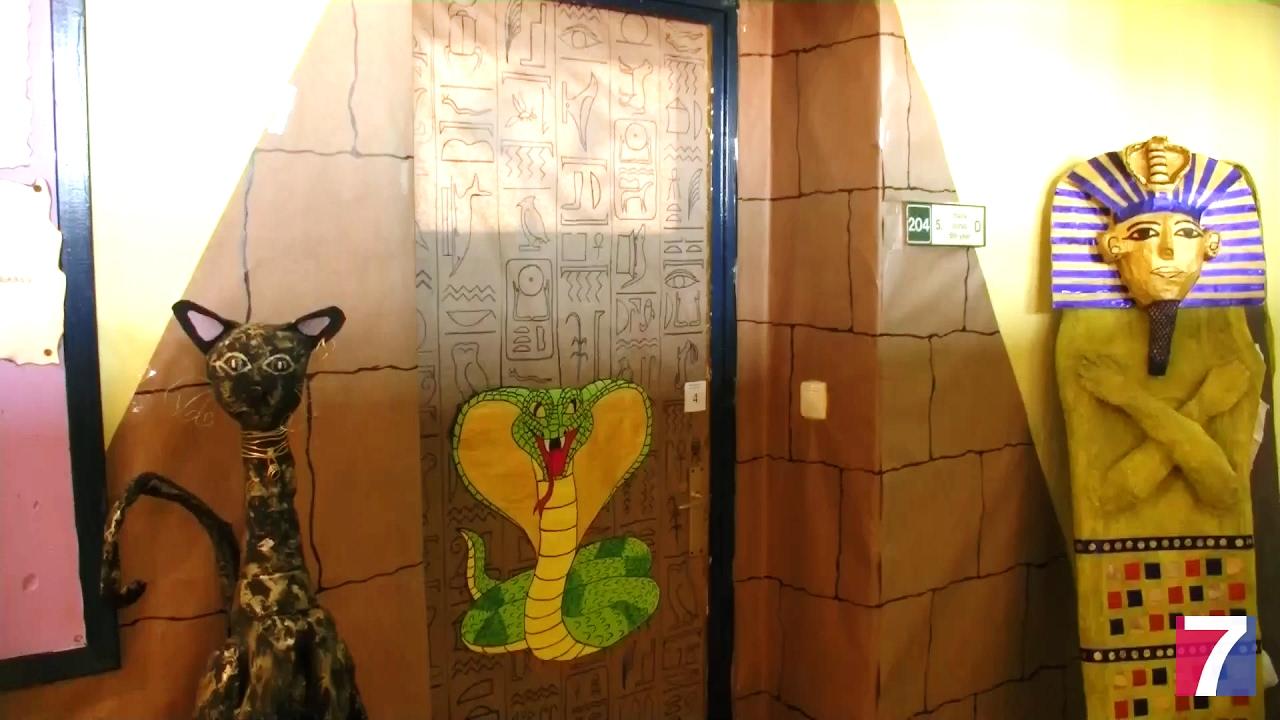 Las puertas de las aulas del colegio ruperto medina lucen for Ideas decoracion navidad colegio