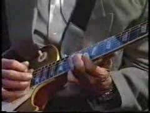 Hubert Sumlin plays Howlin' Wolf