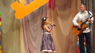 Вышний волочёк 2015. Орлова Даша  поёт песню с папой в Доме творчества