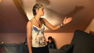 Агата режиссирует сцену из Закрытой Школы
