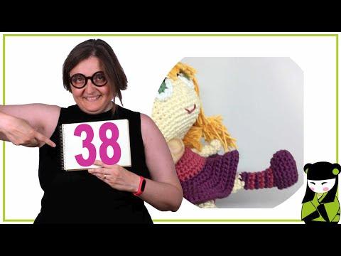 Los zapatos de la Brujita Tatty a crochet 38 forma parte del movil de bruja amigurumi