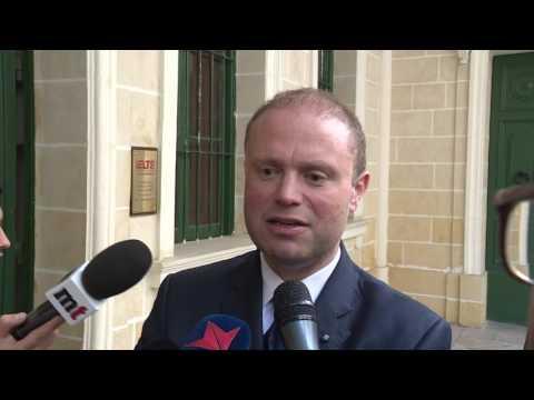 Joseph Muscat jgħid li ma jafx x'qed jiġri f'Identity Malta