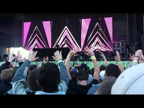 DJ Tiesto live Sea of Love 2011 Traffic und Adagio for strings
