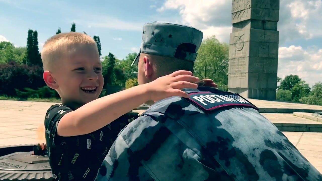 В День России военнослужащие Калининградской области исполнили гимн РФ