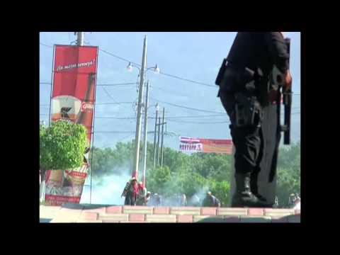 Manifestantes se enfrentan a la PNC en desalojo en Sanarate, El Progreso