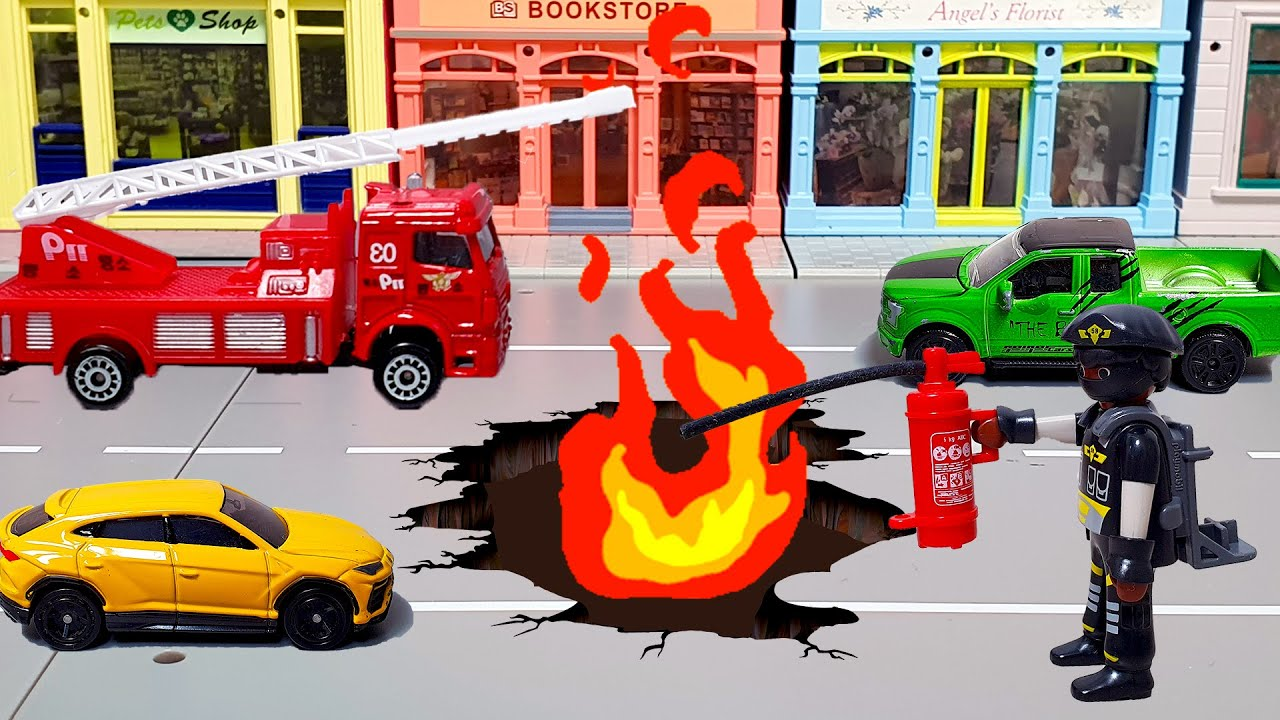 There is a fire hole in the road! Fire engine dispatch! Tomica Siku car toys play. Car toy animation