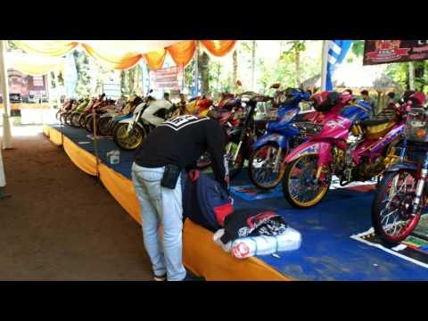 Penilaian Kontes Yang Dilakukan Roby Dan Doni Oto Trend Dlm HUT Vega Lampung Club (VLC) Ke 12 Tahun.