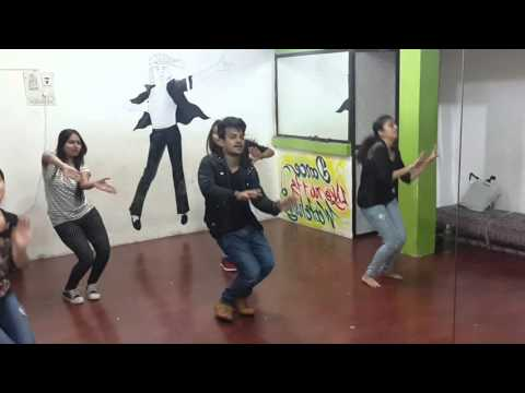 Bollywood movie Welcome back song performance by  kundan umak and students