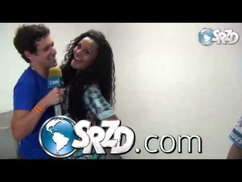SRZD: Repórter beija Madrinha de bateria na boca
