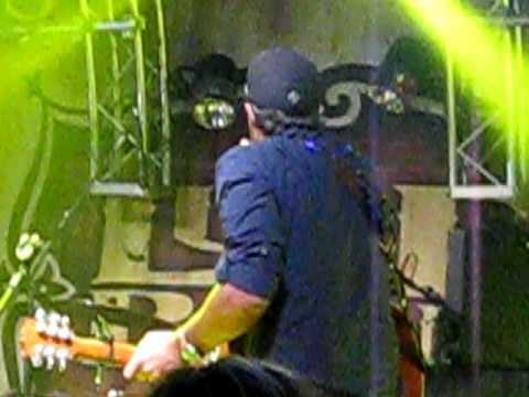 Luke bryan - covering Somebody like you - fan club party 2009
