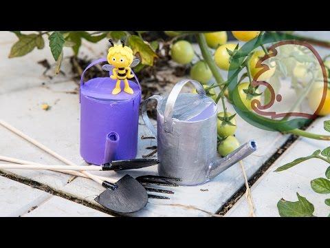 Смотреть онлайн Как сделать лейку для кукол.  How to make garden tools for doll.
