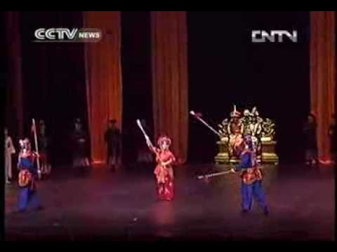 Liaoning Ballet en pointe at historic Tianqiao Theatre
