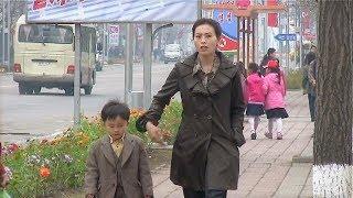 Pyongyang: City people-North Korea 北朝鮮で生活する人々(平壌の世界001)