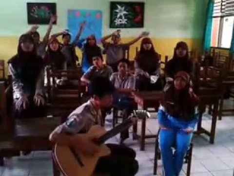 Cover lagu LASKAR PELANGI (Lirik diubah)  XI IPA 4 MAN LAMONGAN TP. 2012/2013