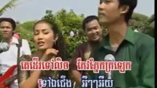 អស់មួយខែនៅមួយខែ យាមទៀតហើយបង មាន់រងាវ khmer old song YouTube