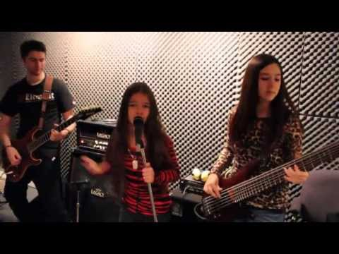 Jimi Hendrix - PURPLE HAZE cover by 10 year old Sara & Motion Device