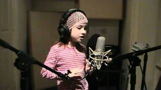 7 éves kislány fantasztikus hanggal | 5b.hu - maga a szórakoztatás