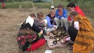 Поющие тибетские чащи  Звуковой массаж   Роман Буров психолог практик   Фестиваль НЕБО   15 08 2010
