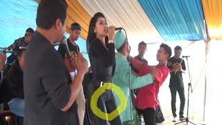 Video Dangdut Hot Pakek Baju Ketat Goyangnya Parah Abis download MP3, 3GP, MP4, WEBM, AVI, FLV November 2019