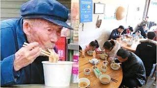 Thấy ông lão ngày nào cũng đến trộm thức ăn thừa, bà chủ quán phở đã có hành động khiến mọi người