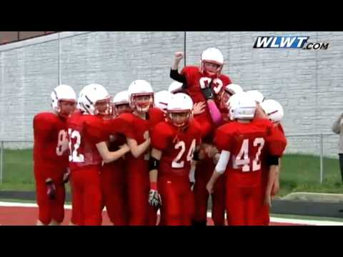 Raw: Local student with Down Syndrome scores touchdown