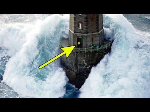 30-метровая волна накрыла маяк во время шторма. Но что случилось со смотрителем маяка?! - Видео онлайн